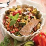 Ensalada.de.salmo..n.y.quinoa