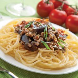 Espaguetis.con.berenjena.y.puerco.al.alioli