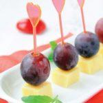 Queso.de.los.canapes.de.los.aperitivos.con.las.uvas