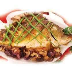 whole.carp.baked.with.mushrooms.and.red.onion.and.chives.